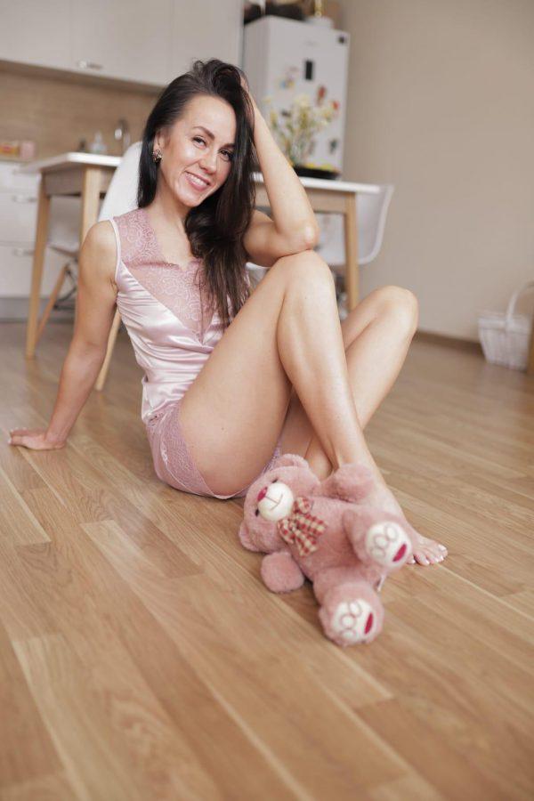 rozā satīna pidžama